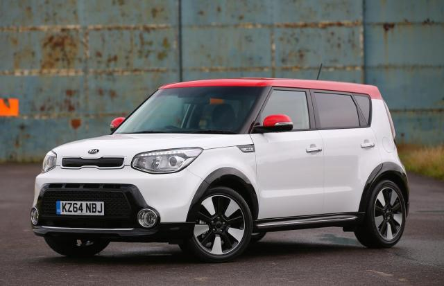 Kia's all-new Soul range has been expanded with the arrival of two high-spec models – the Soul 'Mixx' and 'Maxx' – which are now available in showrooms. They are differentiated from the three launch models by their 18-inch alloy wheels, urban styling pack and LED daytime running lights.